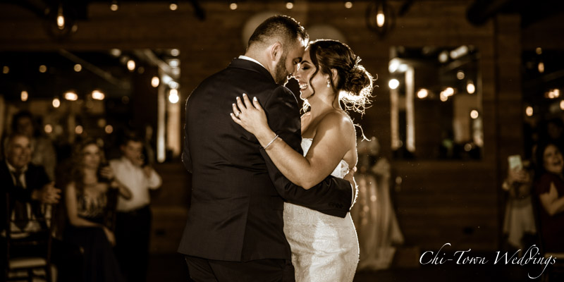 www.Chi-Town-Weddings.com  Bride and Groom 1st dance
